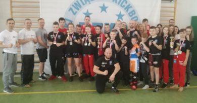 Grad medali luzińskich kickboxerów na Mistrzostwach Polski