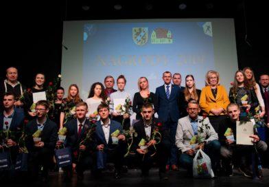 Trenerzy i sportowcy GOSRiT Luzino nagrodzeni przez Powiat Wejherowski