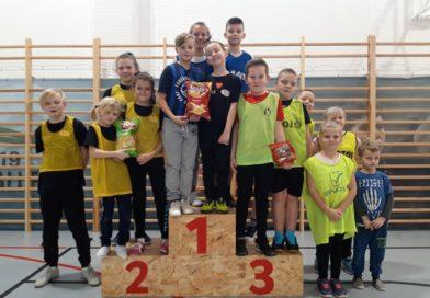 Drugi tydzień ferii na Sali Sportowej GOSRiT rozpoczął się od turnieju unihokeja i tenisa stołowego