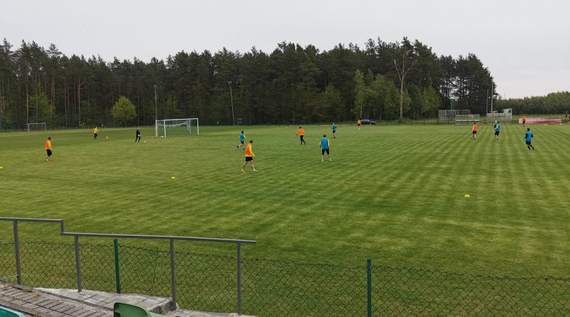 Gryf Wejherowo na boisku w Luzinie przygotowuje się do II ligowego sezonu