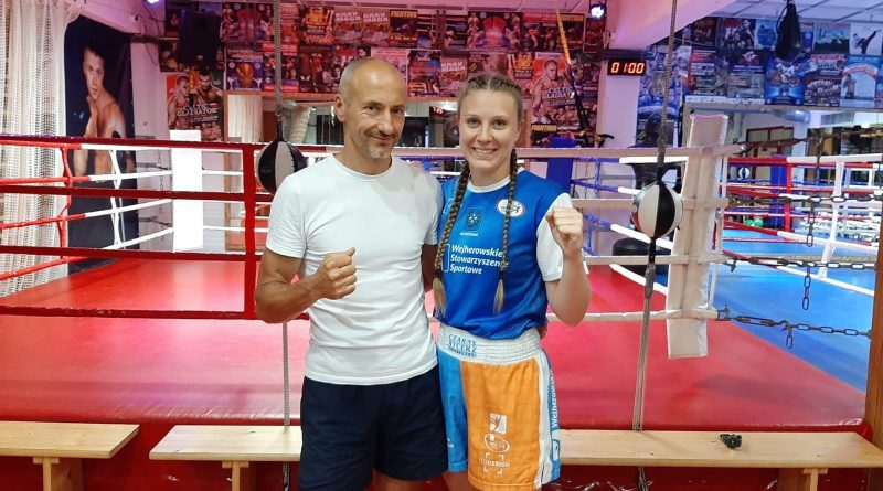 Paulina Stenka uczestniczy w kursie instruktora kickboxingu